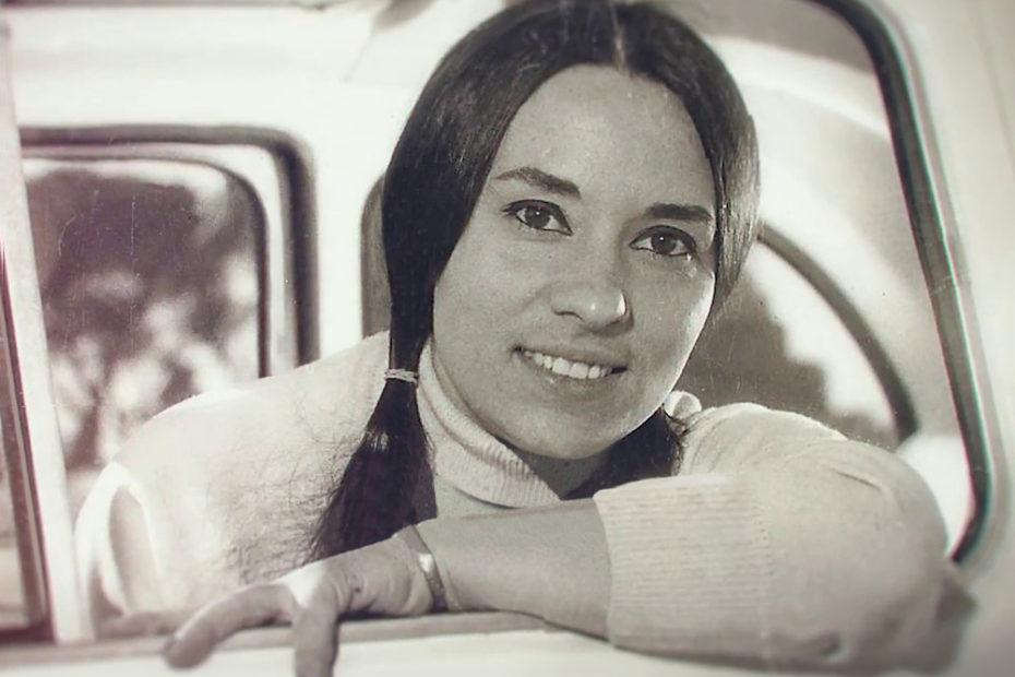Gabriella Bertini nella sua Fiat 500