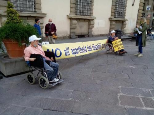 manifestazione dei disabili gravi davanti alla sede dellaGiunta Regionale Toscana-02