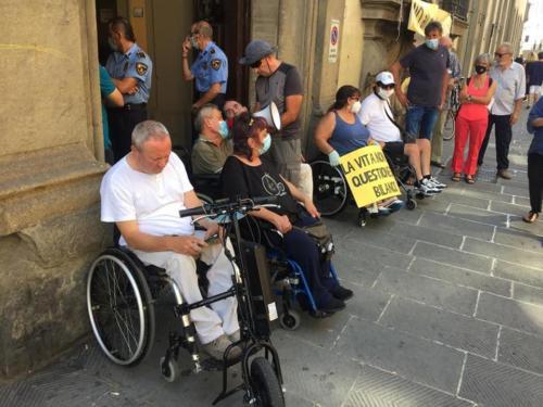manifestazione dei disabili gravi davanti alla sede dellaGiunta Regionale Toscana-05
