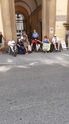 manifestazione dei disabili gravi davanti alla sede dellaGiunta Regionale Toscana-06