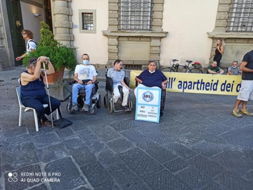 manifestazione dei disabili gravi davanti alla sede dellaGiunta Regionale Toscana-07