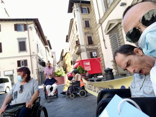 manifestazione dei disabili gravi davanti alla sede dellaGiunta Regionale Toscana-08