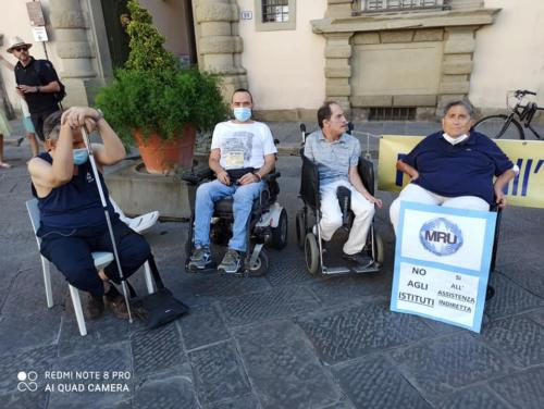 manifestazione dei disabili gravi davanti alla sede dellaGiunta Regionale Toscana-09