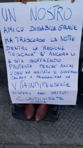 manifestazione dei disabili gravi davanti alla sede dellaGiunta Regionale Toscana-11